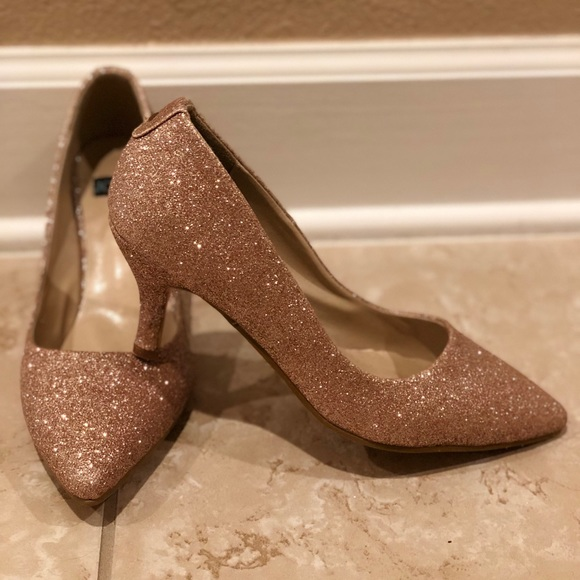 62044e5c8ba3 Sparkle rose gold kitten heels. M 5b5725cf74359b5fb1784bca